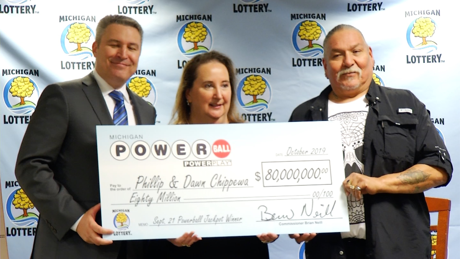Leelanau County Couple Collects Powerball Jackpot Winnings 9 10 News