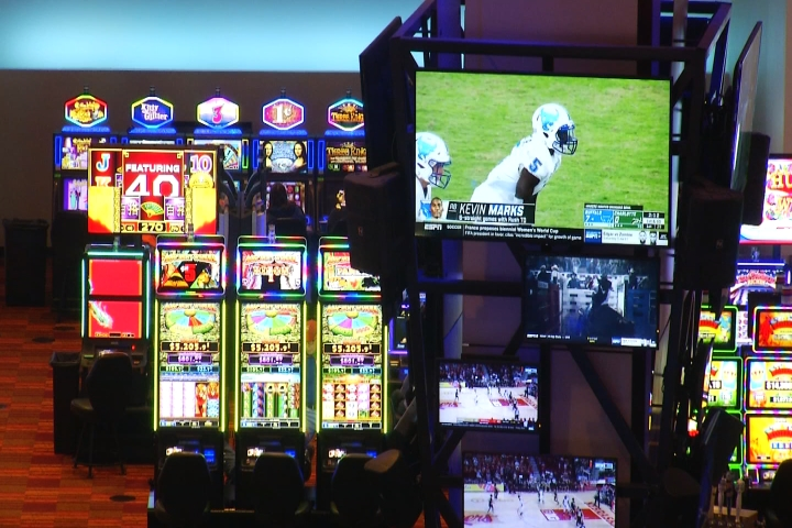 Addiction Counselor Warns People about Risks of Online Gambling, Sports  Betting - 9 & 10 News