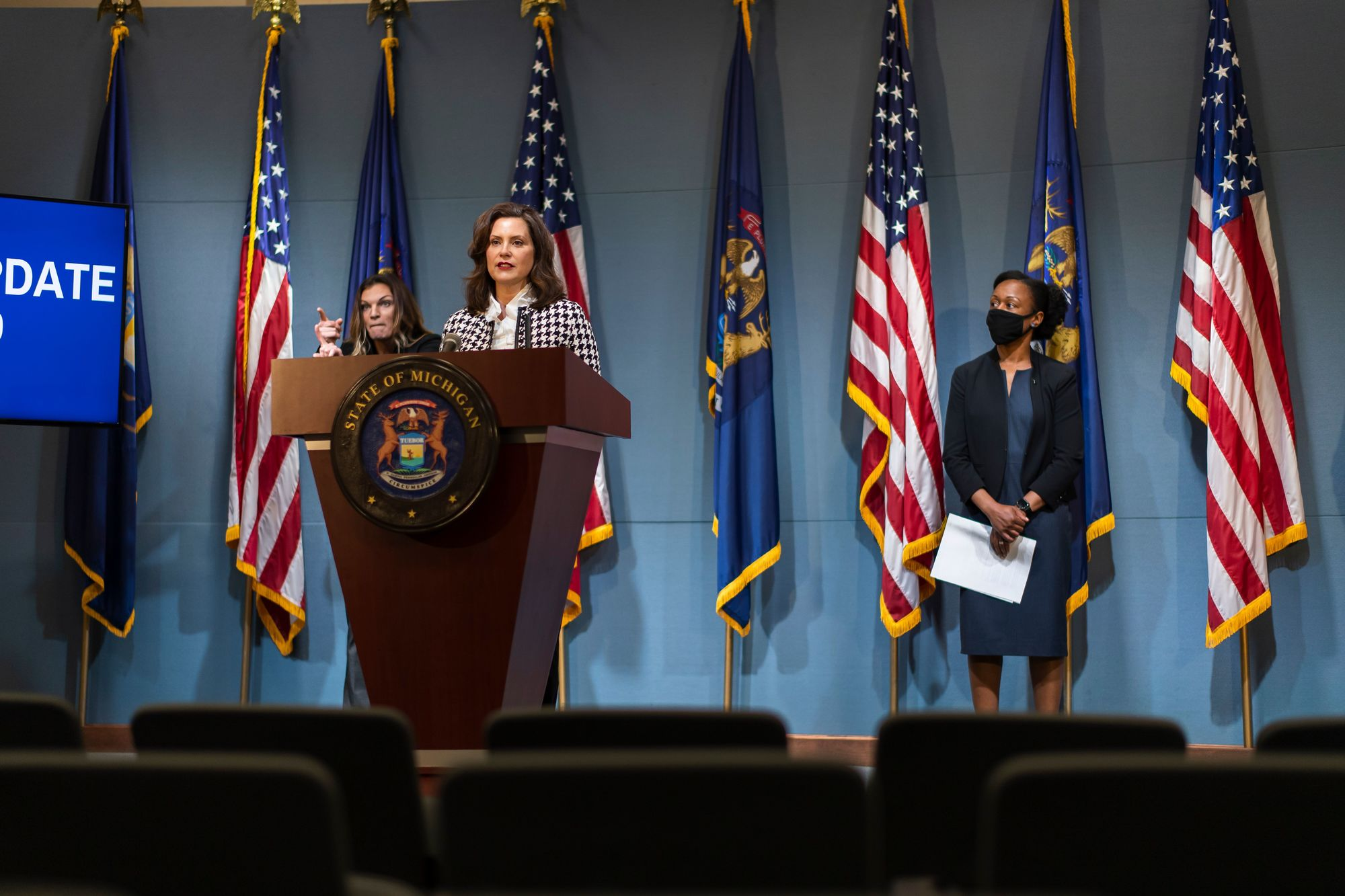 Gov Whitmer Addresses Antrim County Cottage And Boat Controversy 9 10 News
